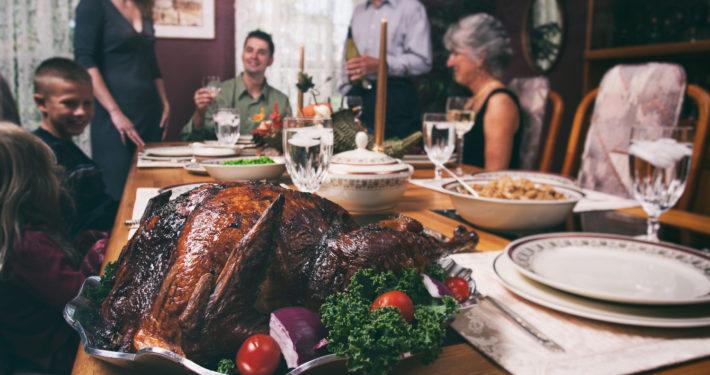 thanksgiving_family_AI